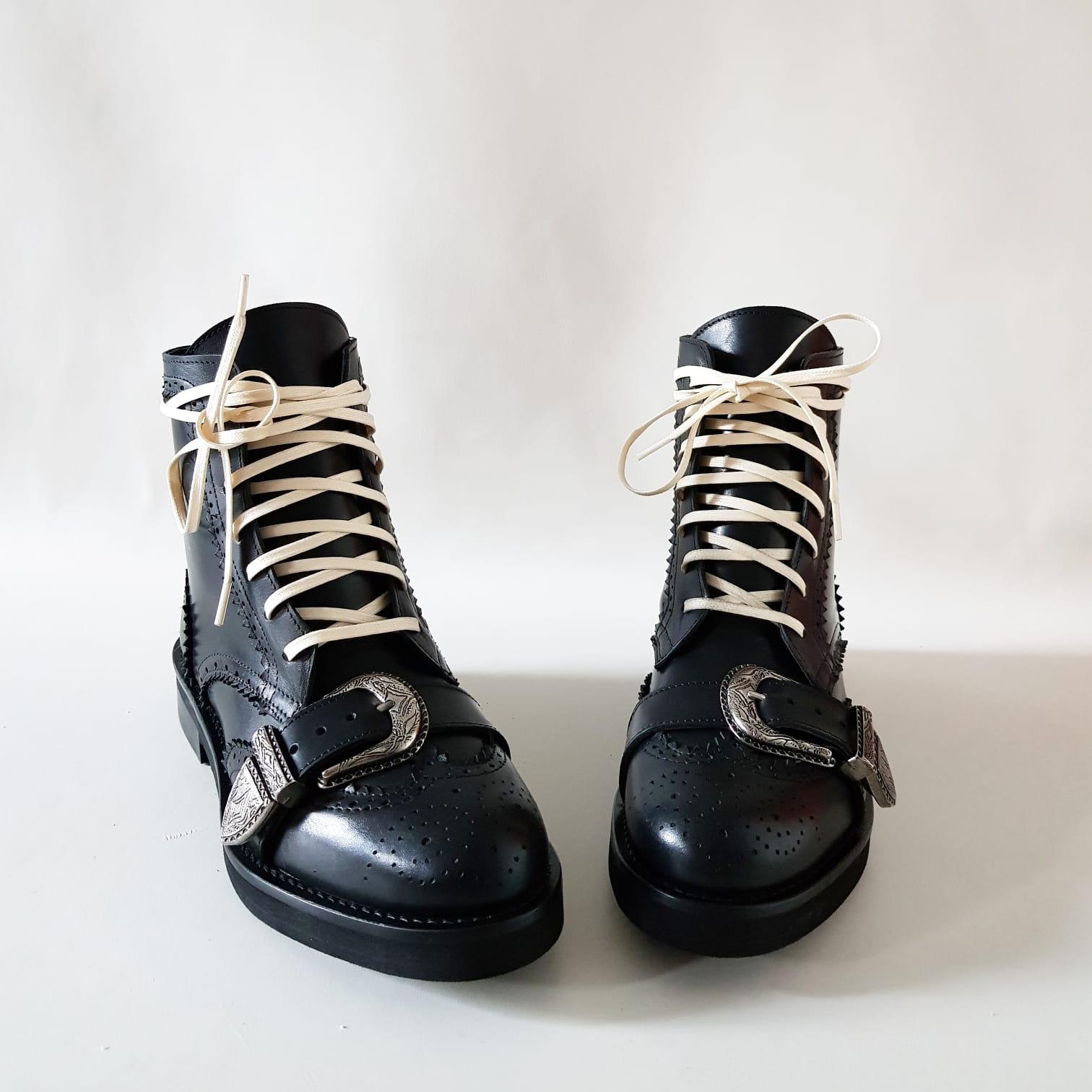 Stivaletti pelle nero lacci bianchi e fibbia giv99 - Lia diva scarpe ...
