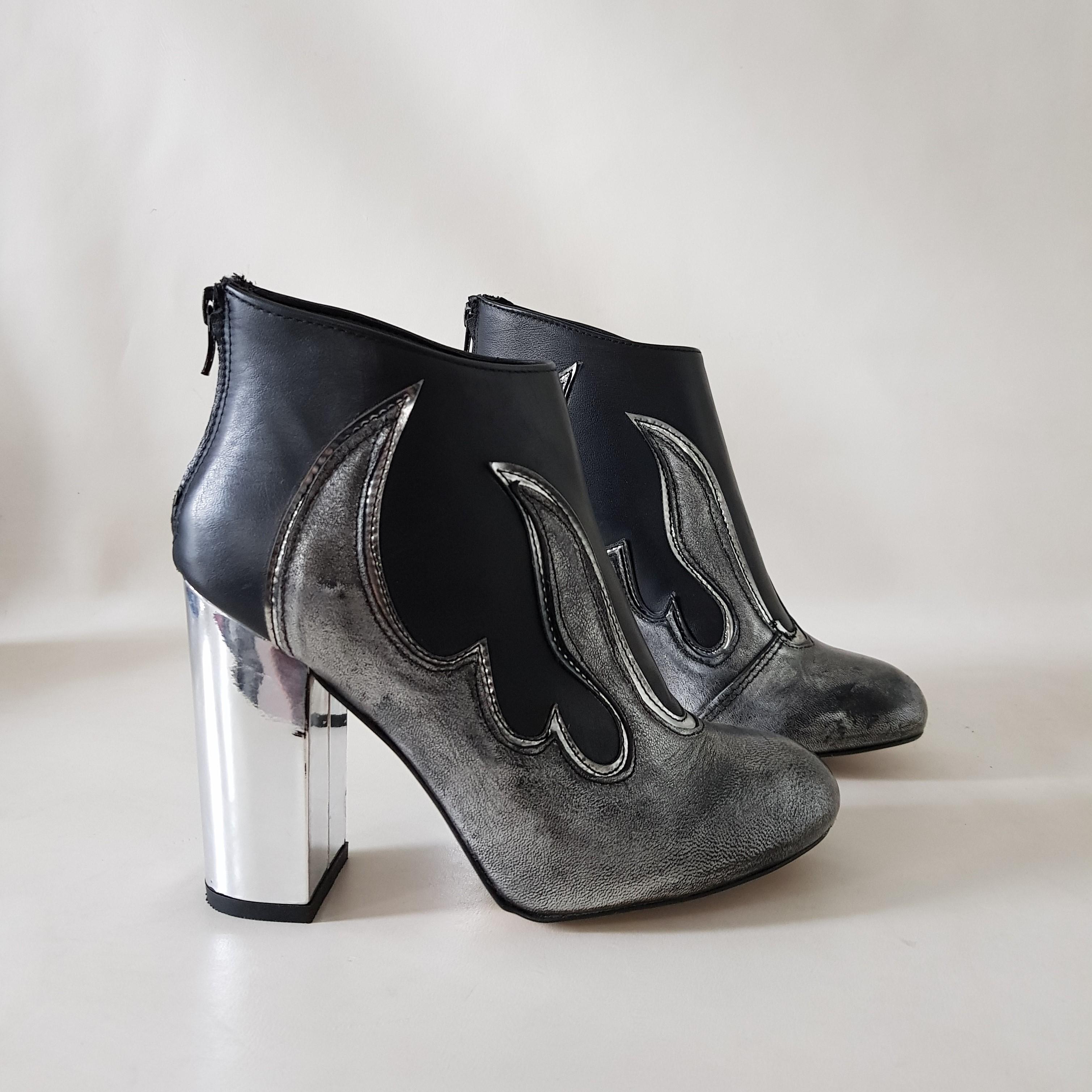 Tronchetto camoscio nero e pelle antracite flame - Lia diva scarpe ...